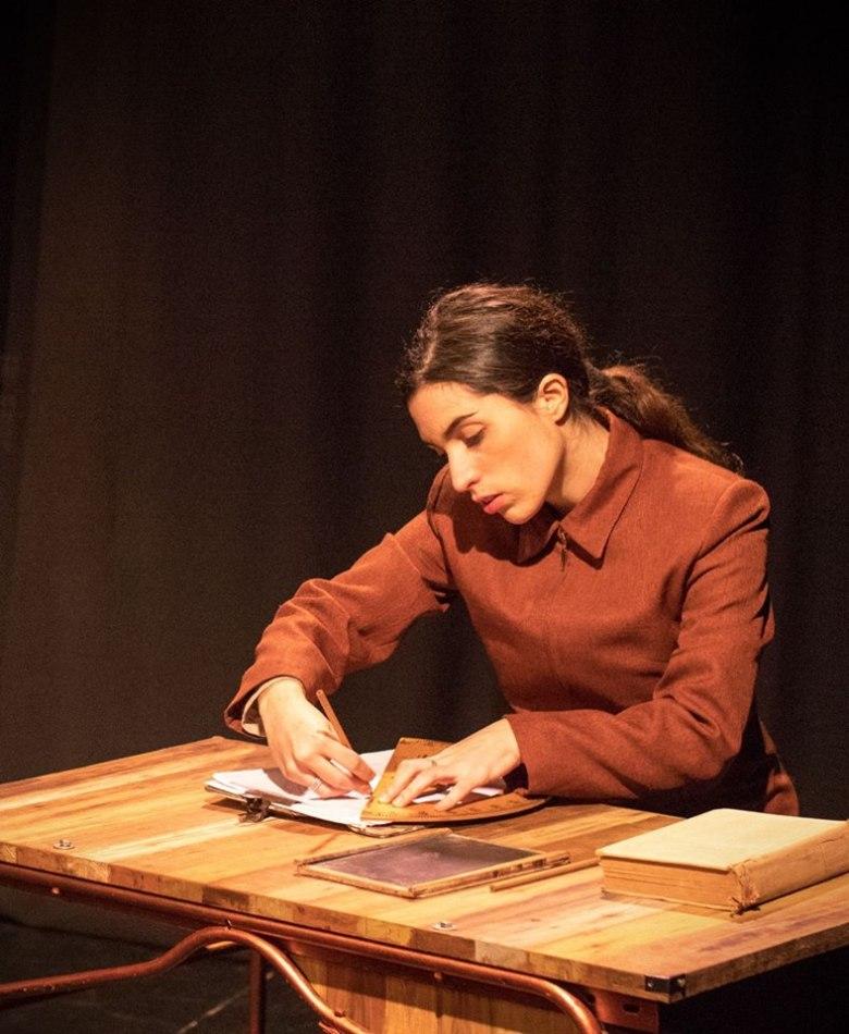 foto de Johana de la obra el Acuarela Avión protagonizada por la actriz Nicole Muriel Camba