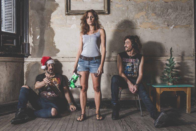 foto de los tres actores de Vil Metal: Marcelo Saltal